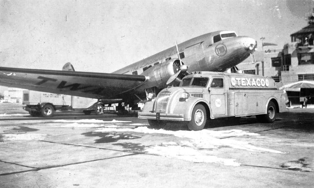 1930s-Streamlined-Dodge-Airflow-Styled-Texaco-Fuel-Truck-1.jpg