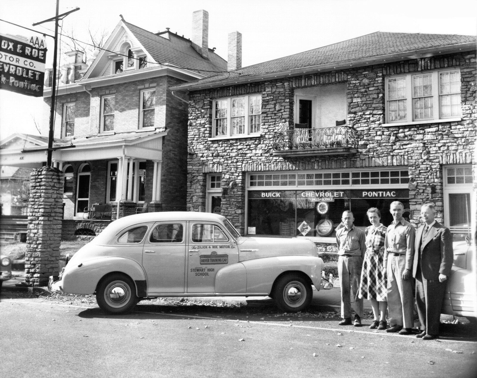 1940s-Buick-Chevy-Pontiac-Dealership-Ziliox-Roe.jpg