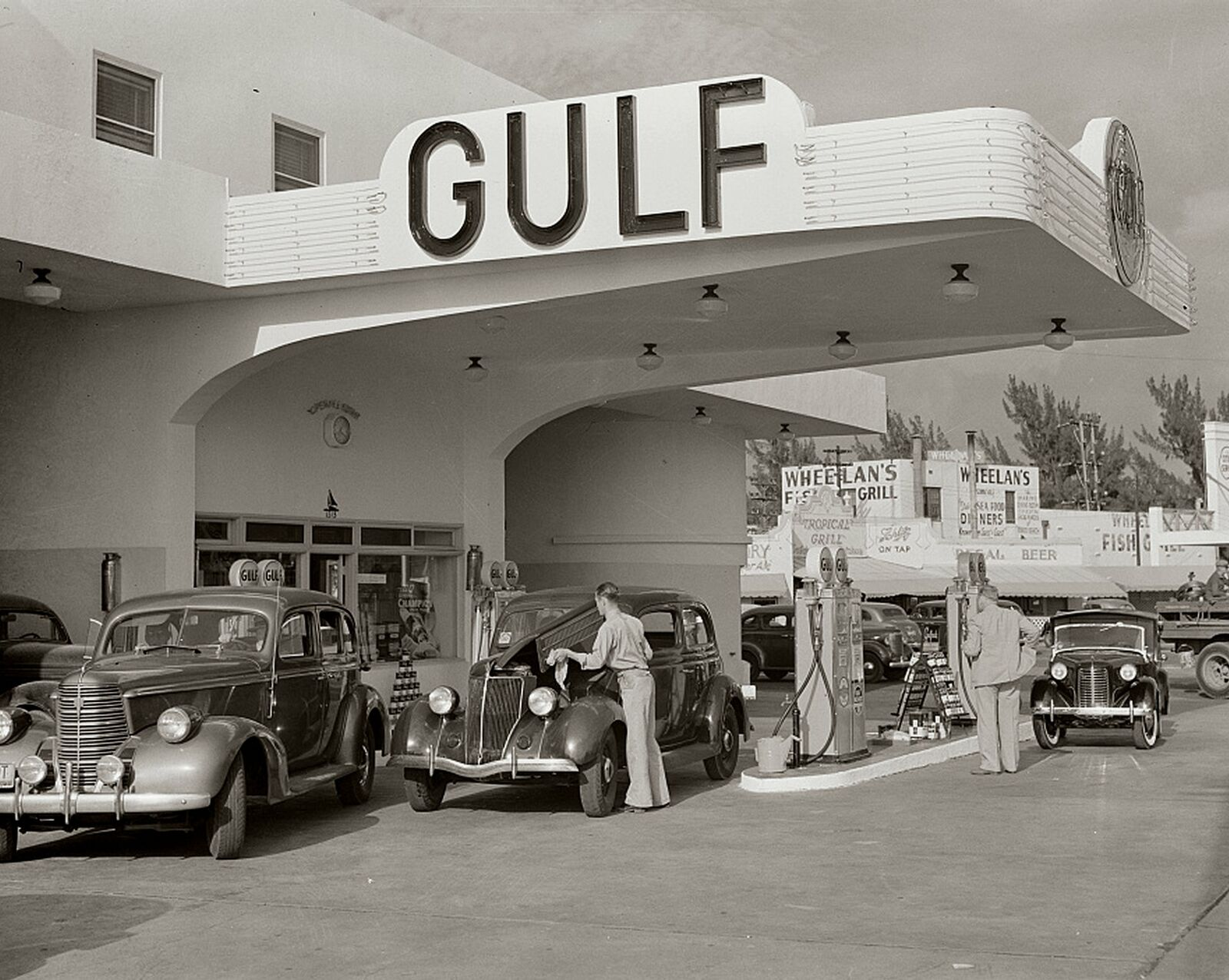1940s-GULF-GAS-STATION-Old-Cars-PHOTO.jpg