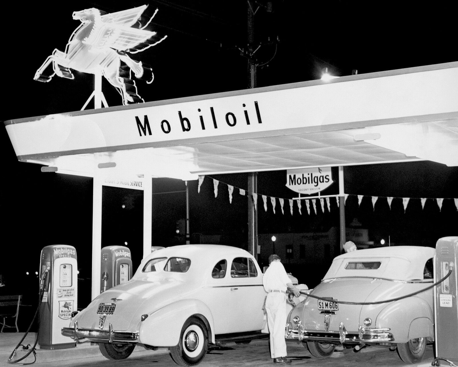 1940s-Mobil-Gas-station-at-night-Cars-getting.jpg