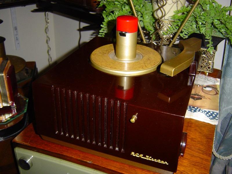 1949 RCA Victor 9EY3.JPG