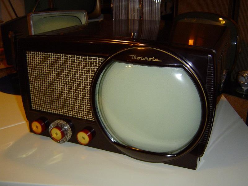 1950 Motorola 9T1.JPG