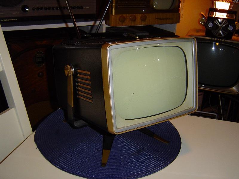1956 RCA Victor 8-PT-7032.JPG