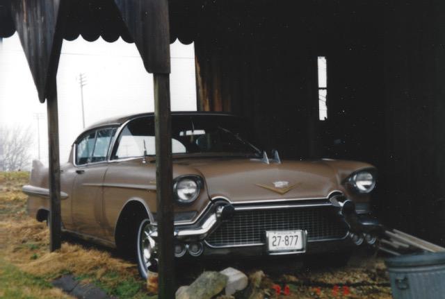 1957_Cadillac_Sedan_de_Ville_01.jpeg