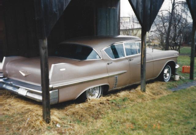 1957_Cadillac_Sedan_de_Ville_03.jpeg