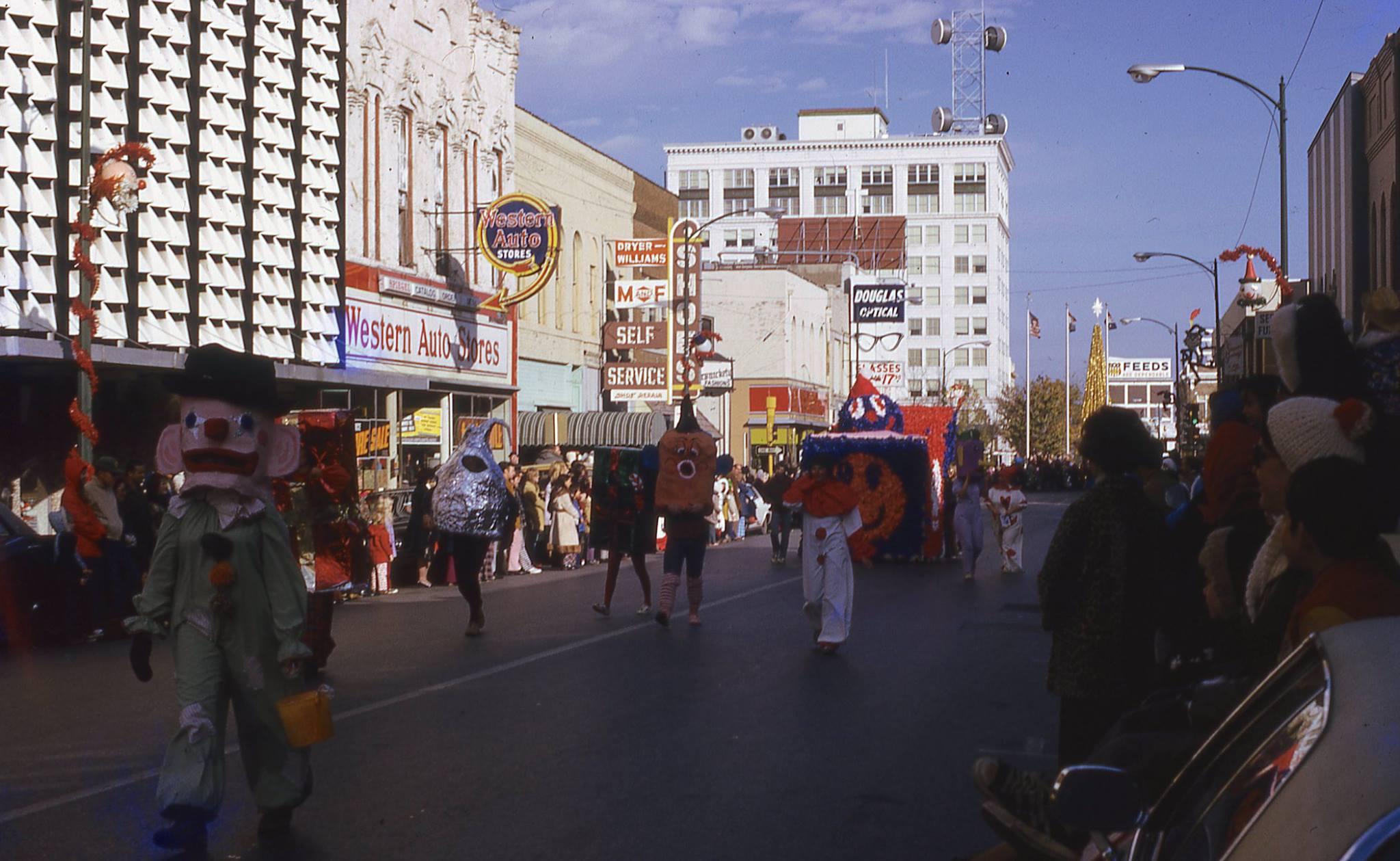 1973_Xmas_Parade.jpg