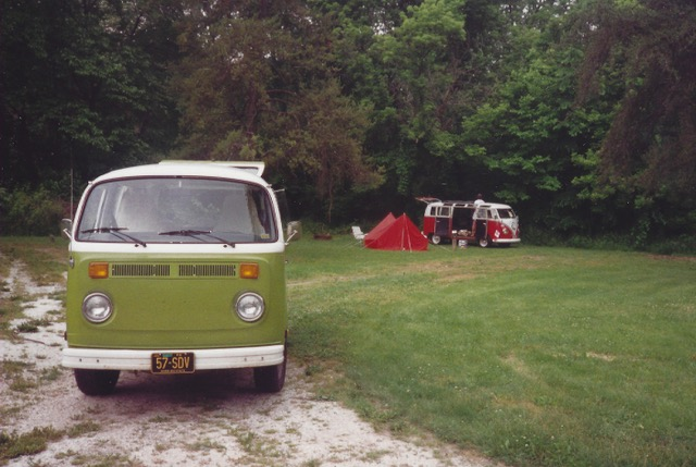 1977_VW_Bus_01.jpeg