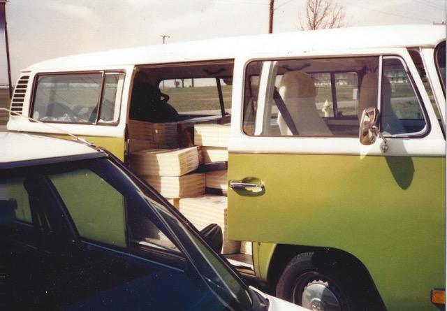 1977_VW_Bus_02.jpeg