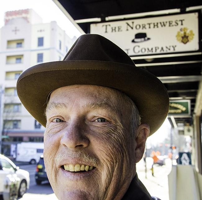 7Dec17 NW Hats trip sign.jpg
