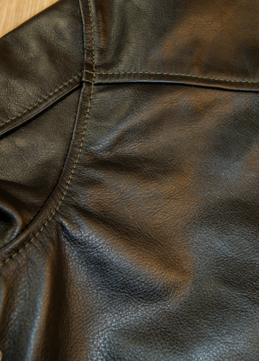 Aero Board Racer Blackened Brown Vicenza Horsehide S9B shoulder seam.jpg