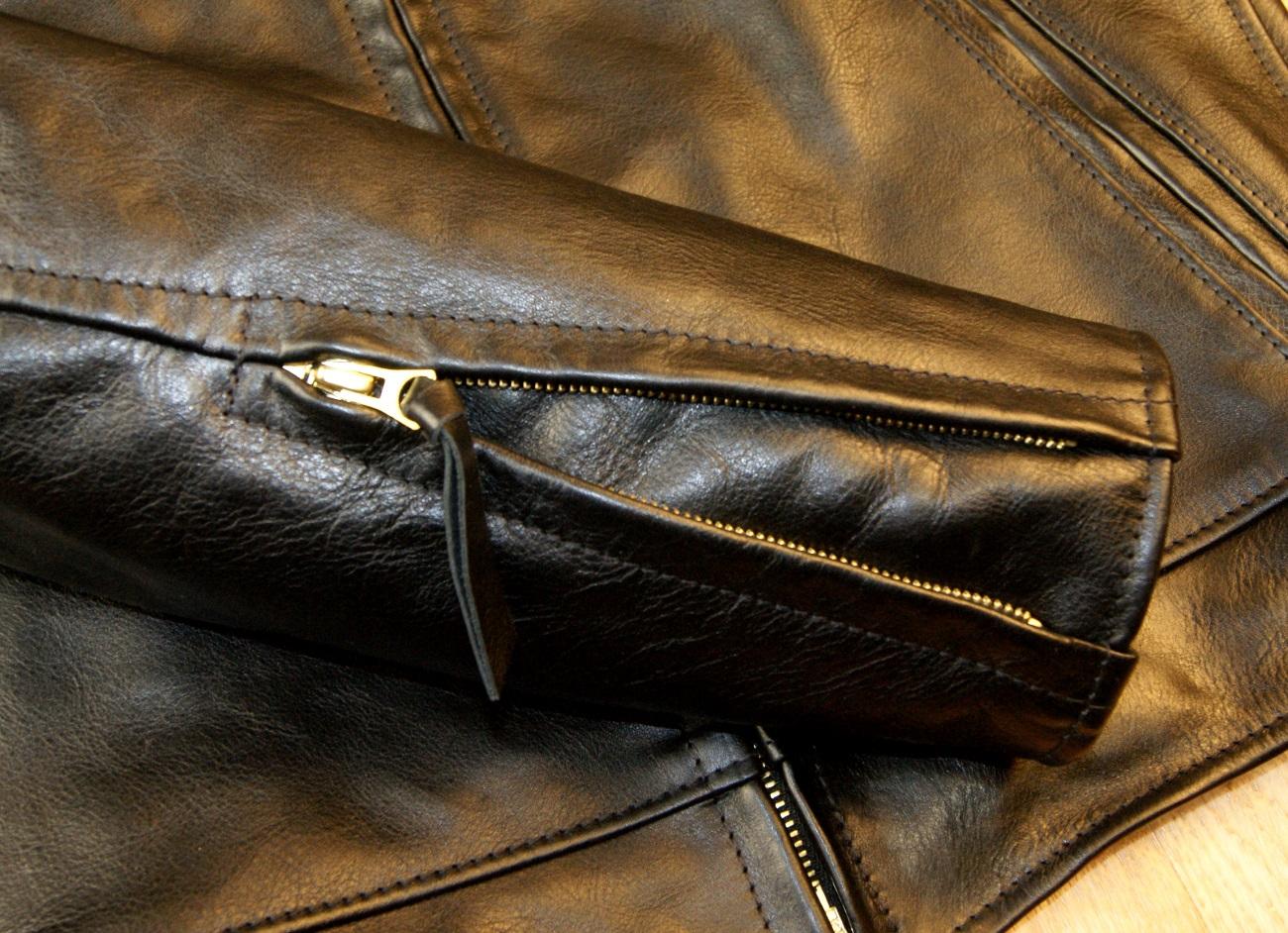 Aero Premier Highwayman Black Vicenza Horsehide CC6 sleeve zip.jpg