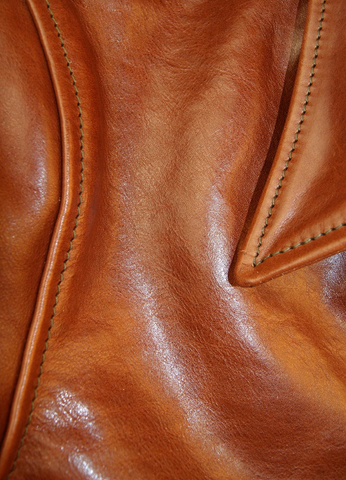 Aero Premier Highwayman Russet Badalassi Cowhide shoulder grain.jpg