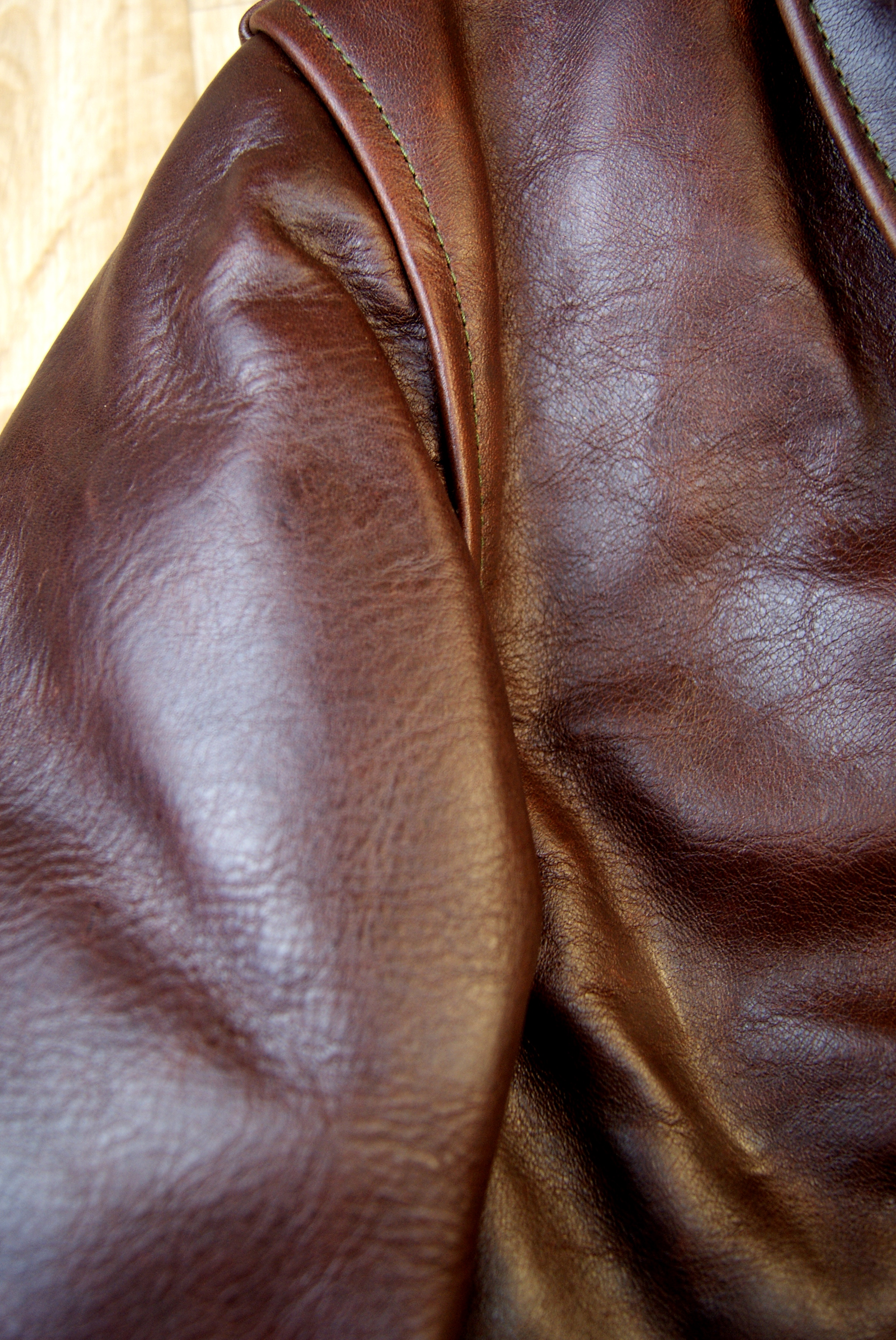 Aero Seven Tumbled Brown CXL FQHH GYA4 shoulder grain.jpg
