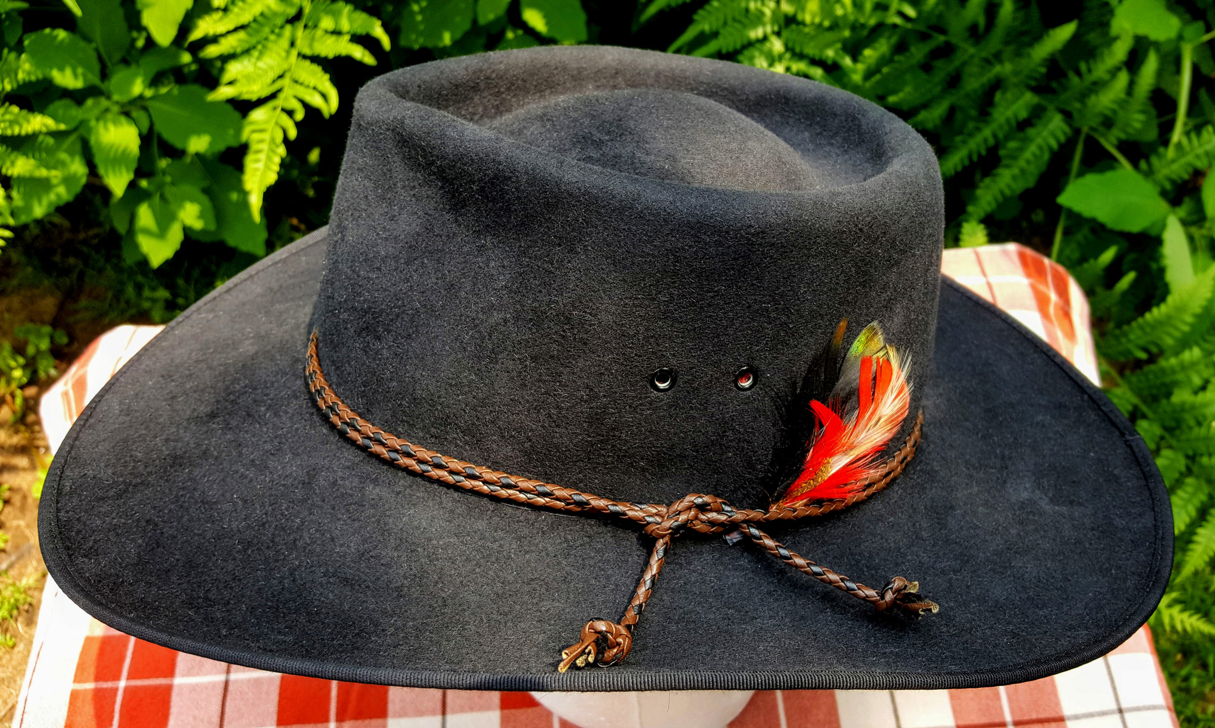 Akubra-Tracker-Black-56-Left-01.jpg