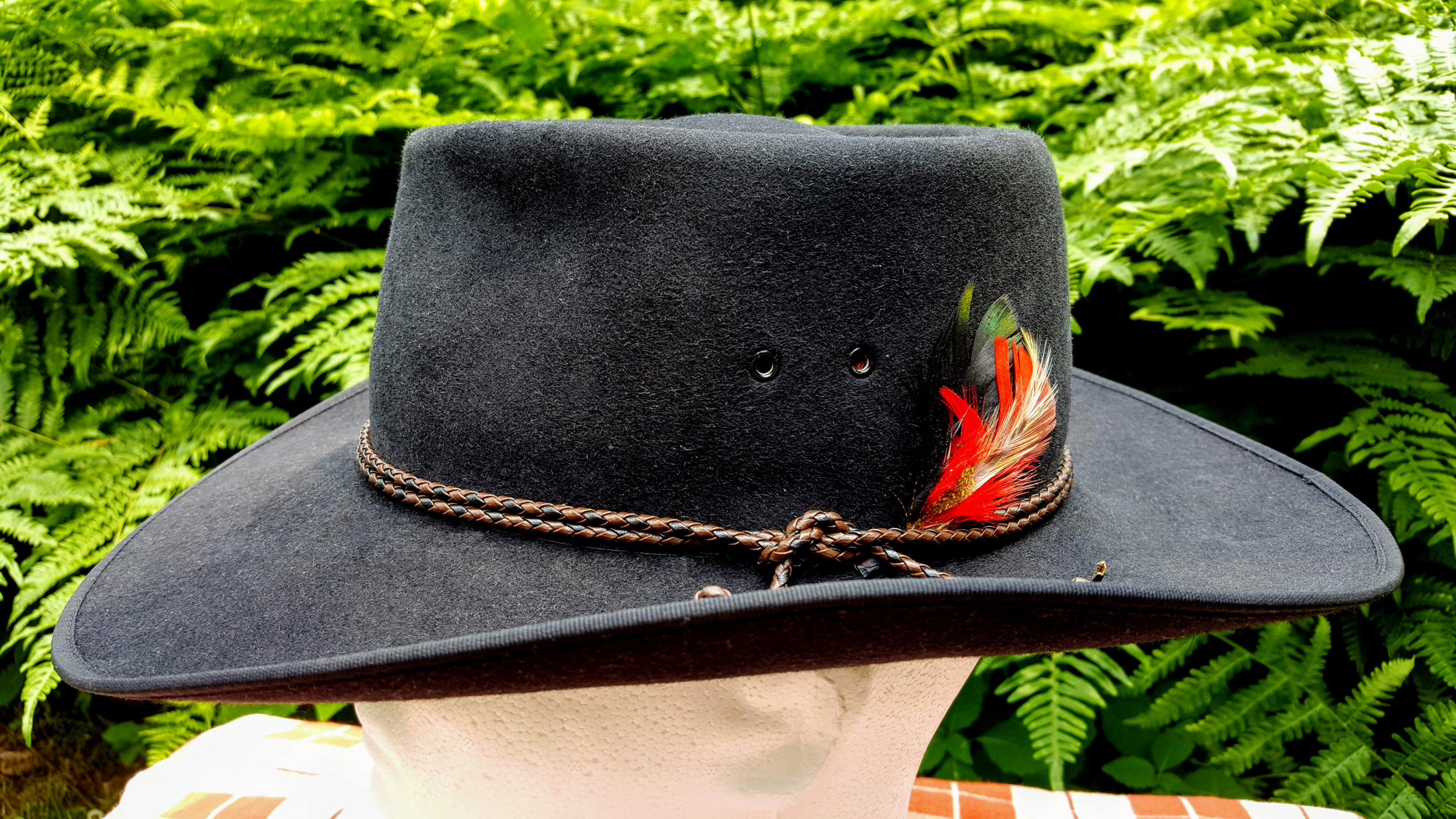 Akubra-Tracker-Black-56-Left-03.jpg
