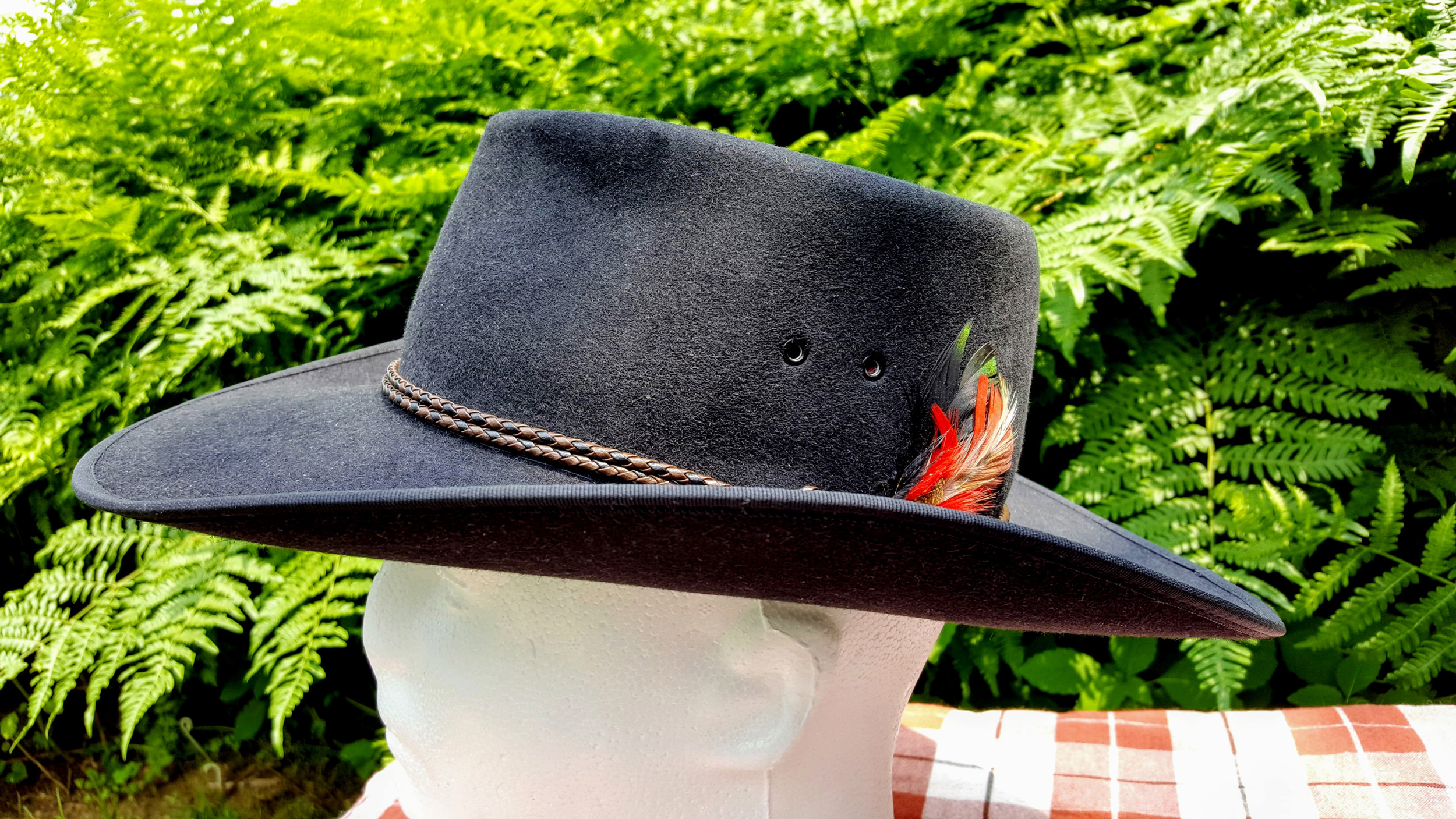Akubra-Tracker-Black-56-Left-04.jpg
