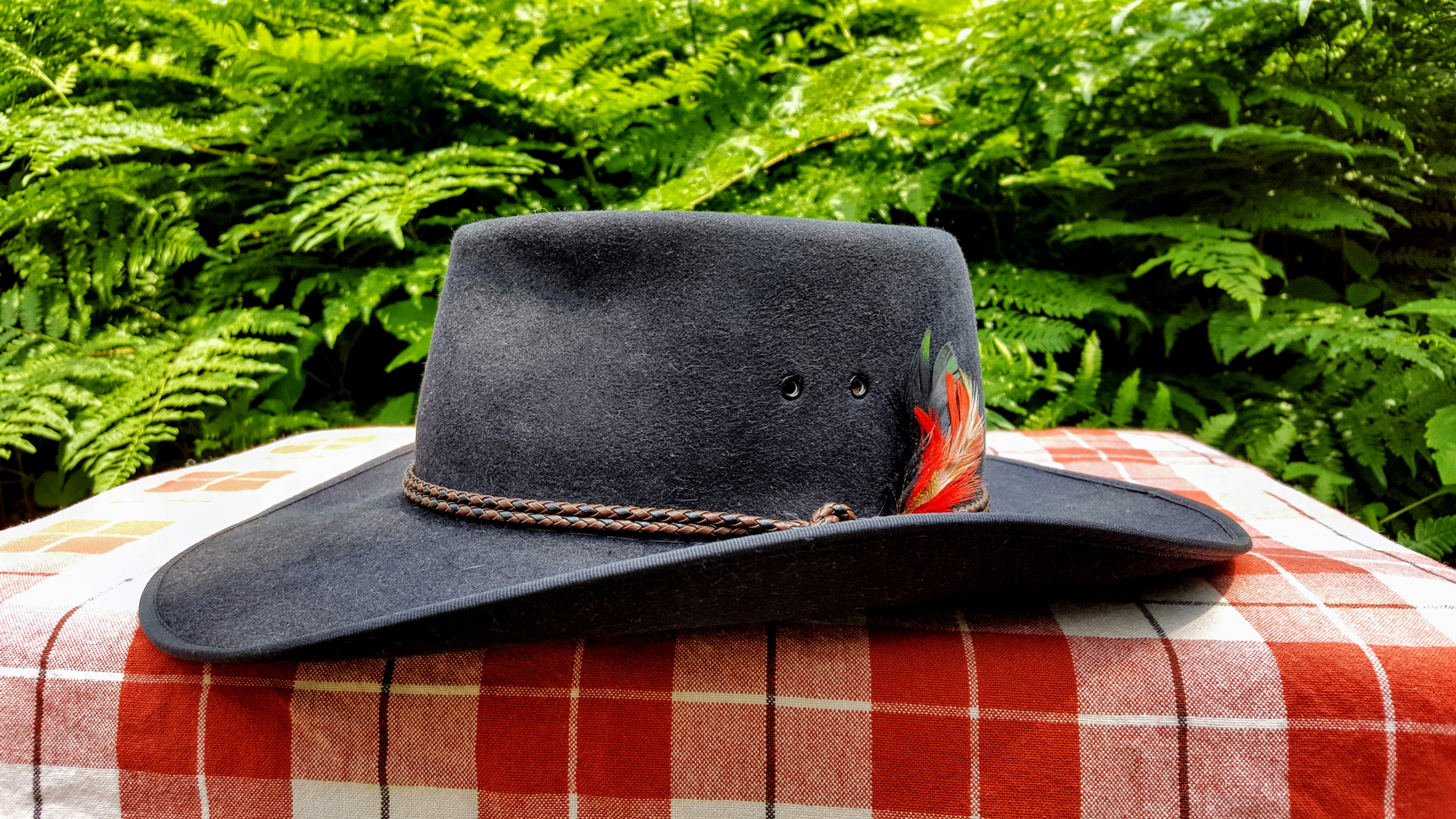 Akubra-Tracker-Black-56-Left-05.jpg
