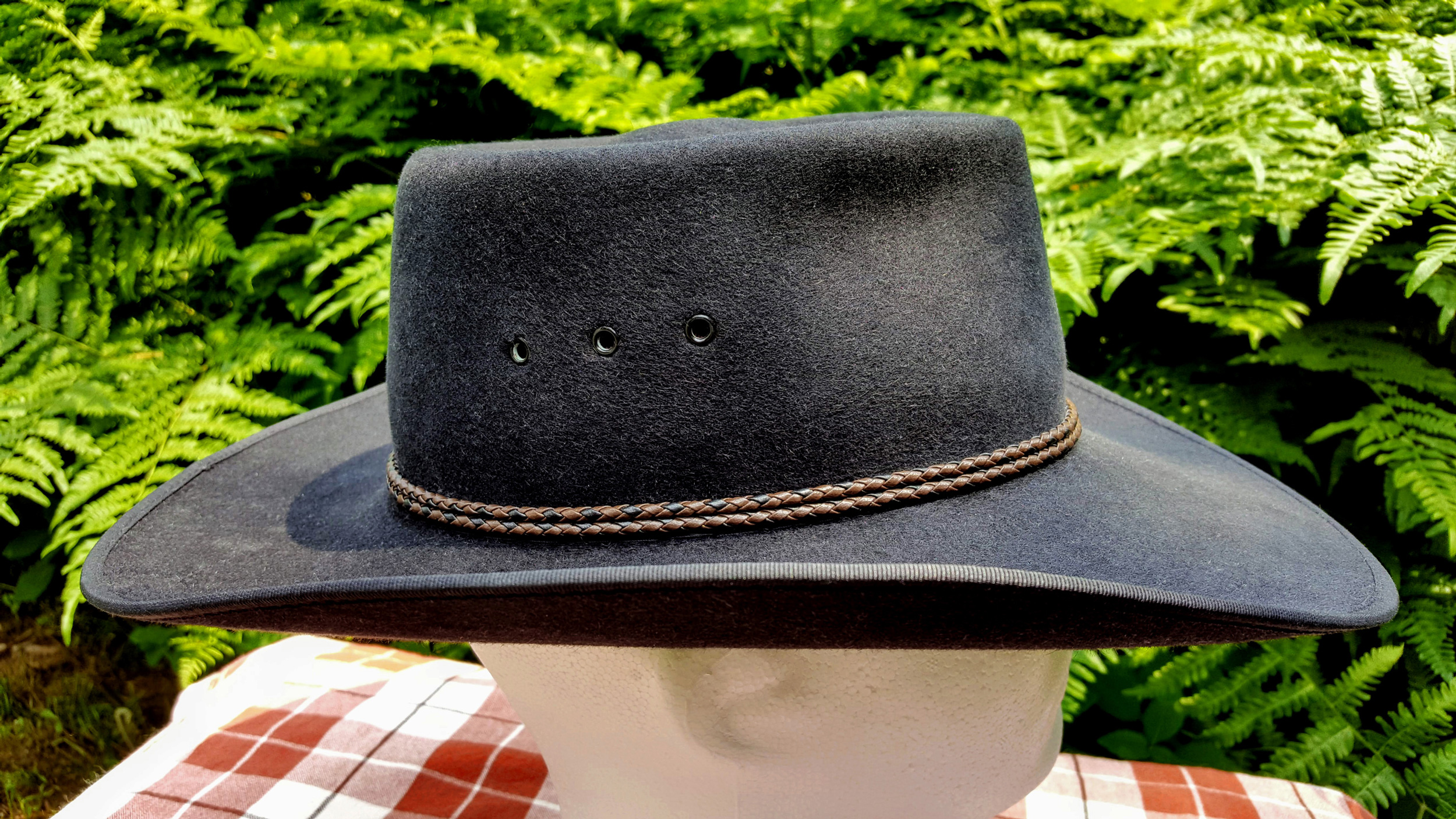Akubra-Tracker-Black-56-Right-01.jpg