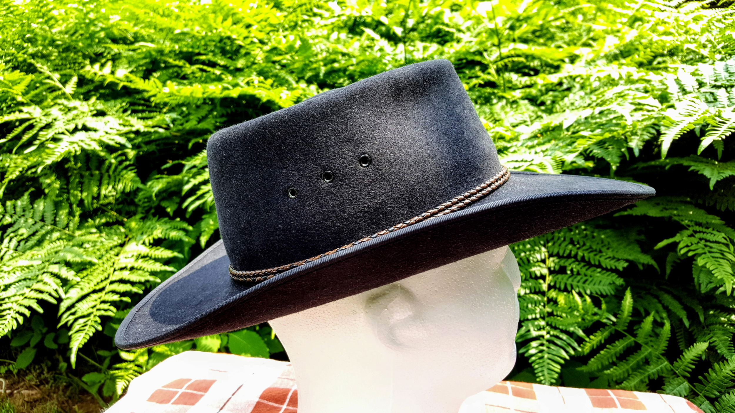 Akubra-Tracker-Black-56-Right-02.jpg