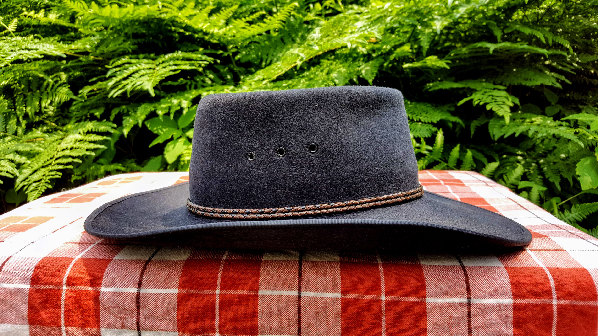 Akubra-Tracker-Black-56-Right-03.jpg