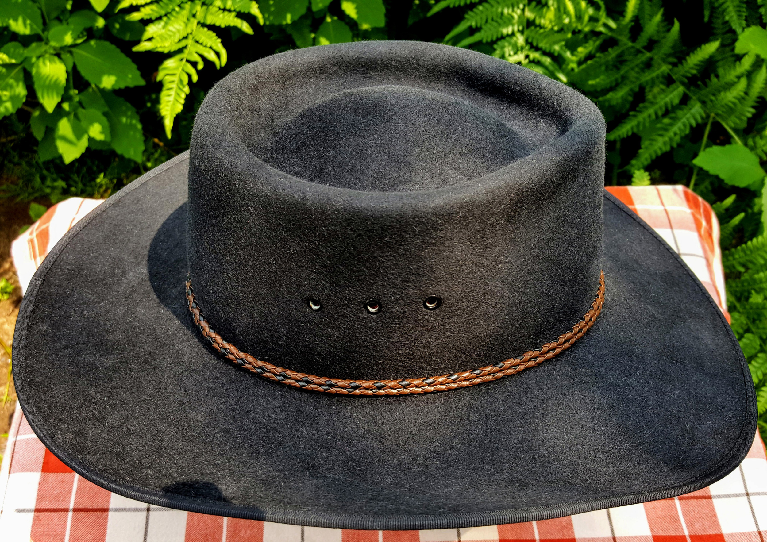 Akubra-Tracker-Black-56-Right-04.jpg