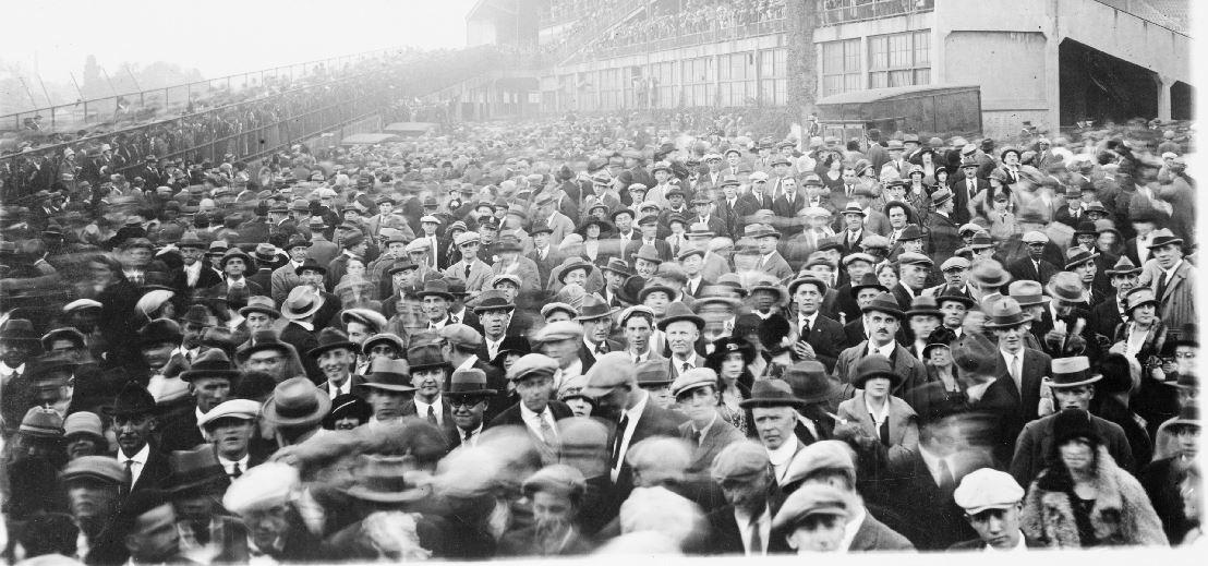 baseball_fans_1924.JPG