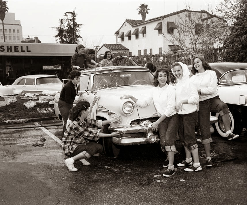 Car wash, 1950s.jpg