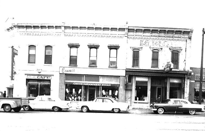 Crums_Department_Store_Newcastle_Wyoming.jpg
