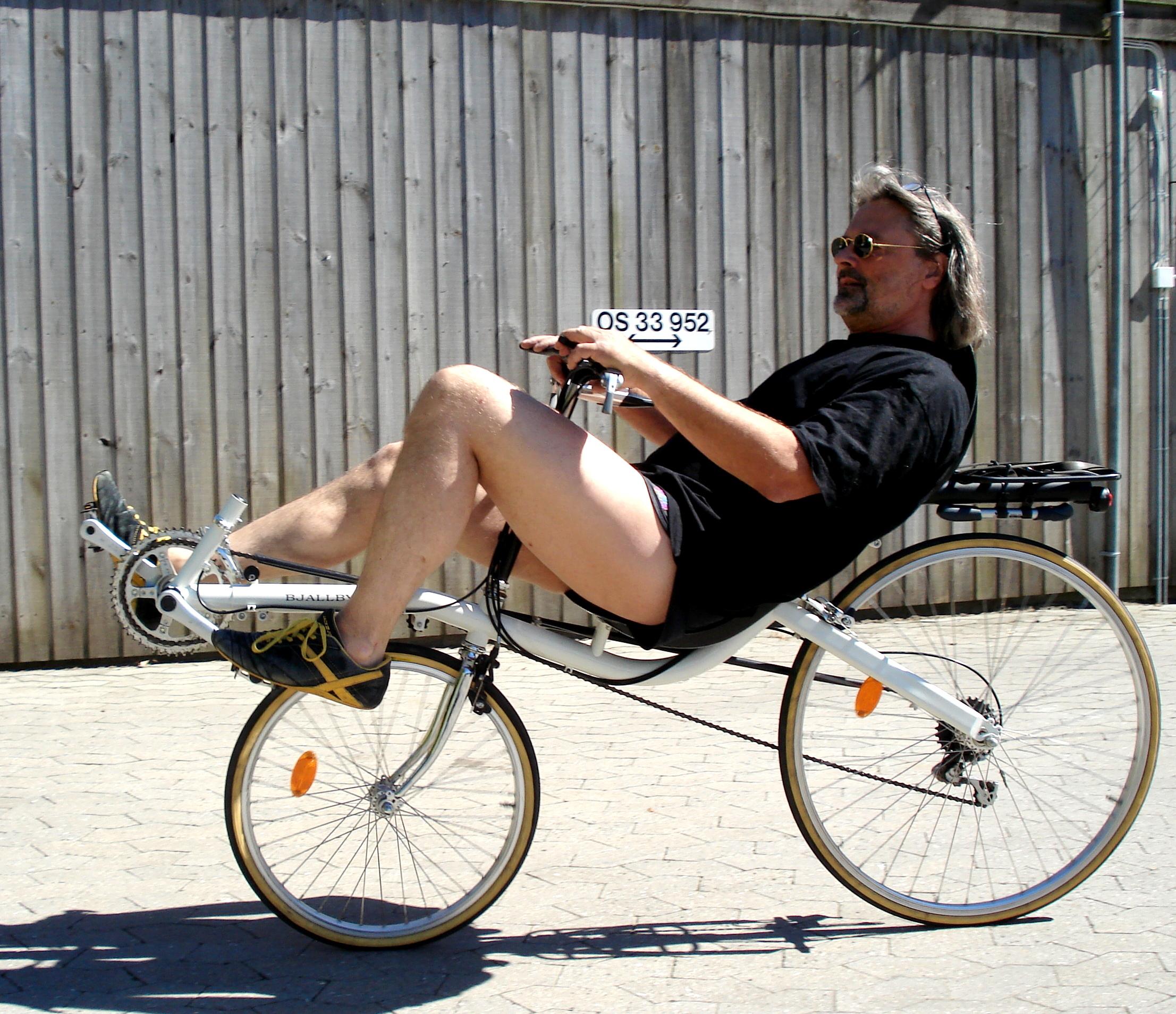 cykling i gården 002.jpg