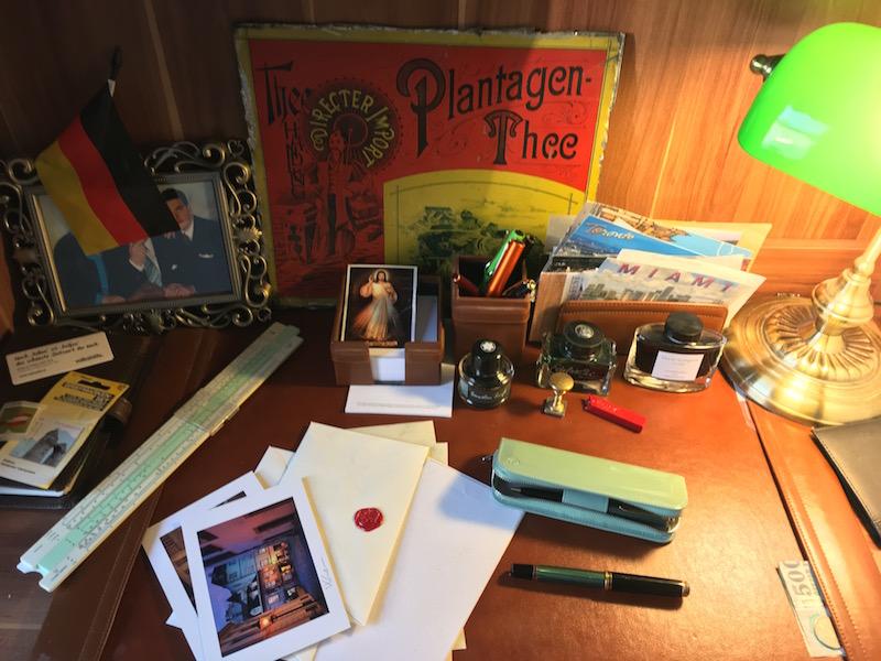 desk-a.jpg