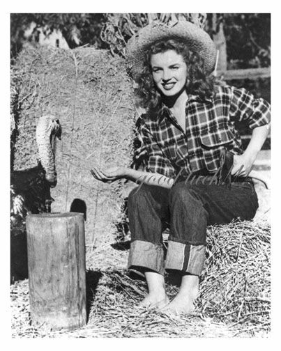 Marilyn Monroe with Turkey.jpg