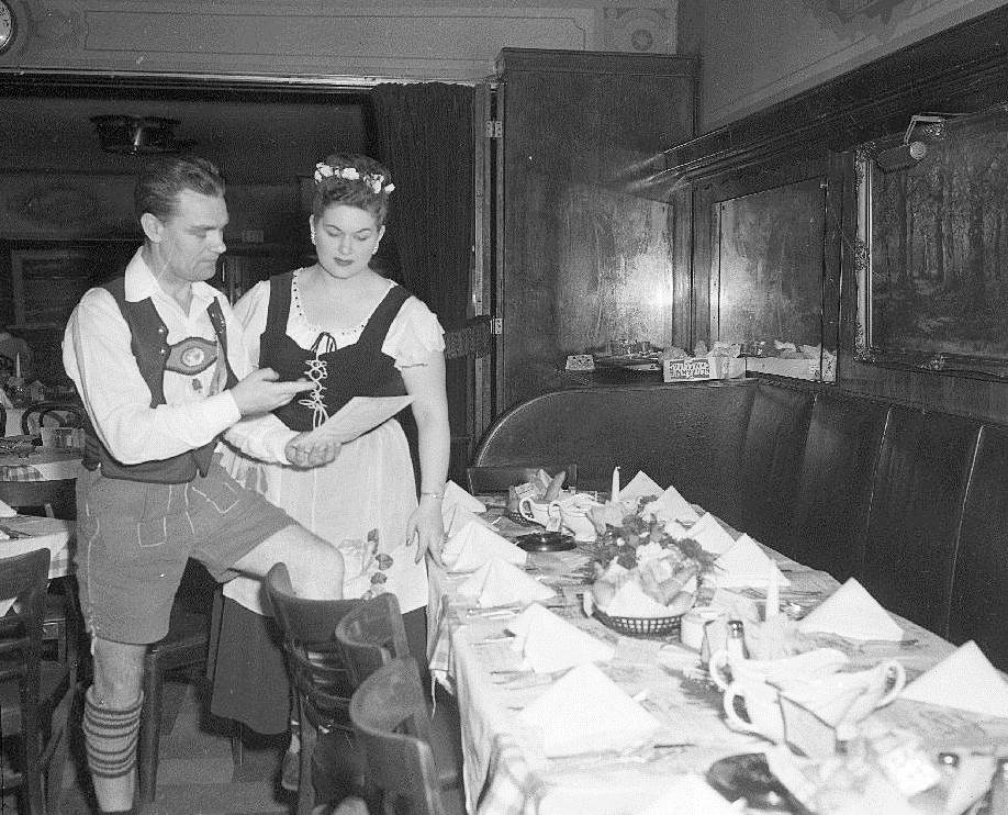 photo-chicago-math-iglers-casino-restaurant-waiter-and-waitress-in-costume-by-set-table-1958.jpg