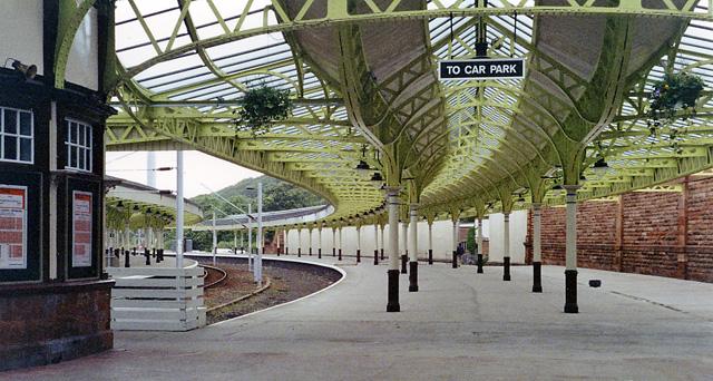 railway Wemyss_Bay.jpg