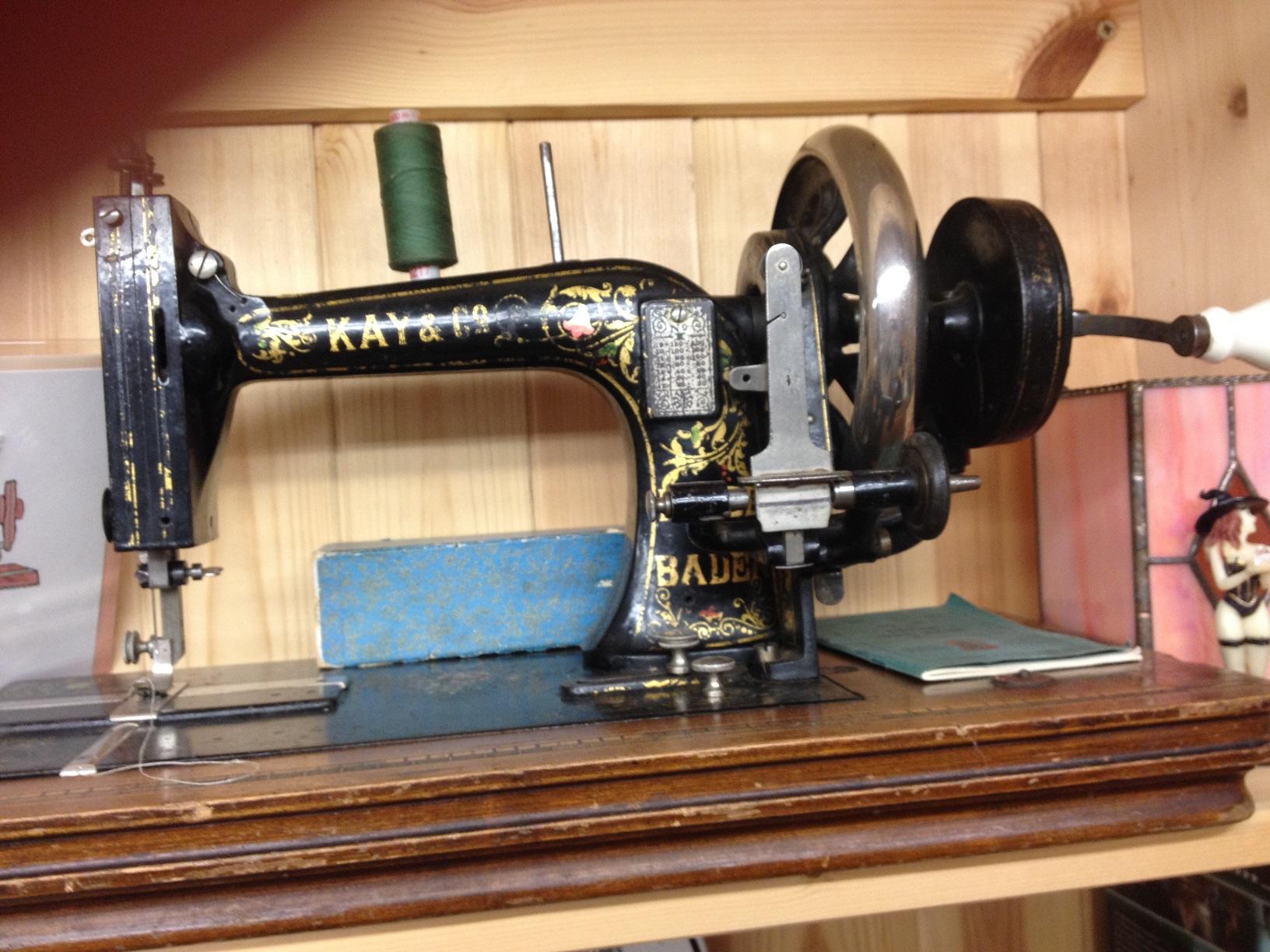 sewing machines 003.JPG