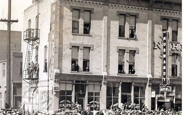 The_Wrangler_Cheyenne_Normandie_Hotel_1936.jpg