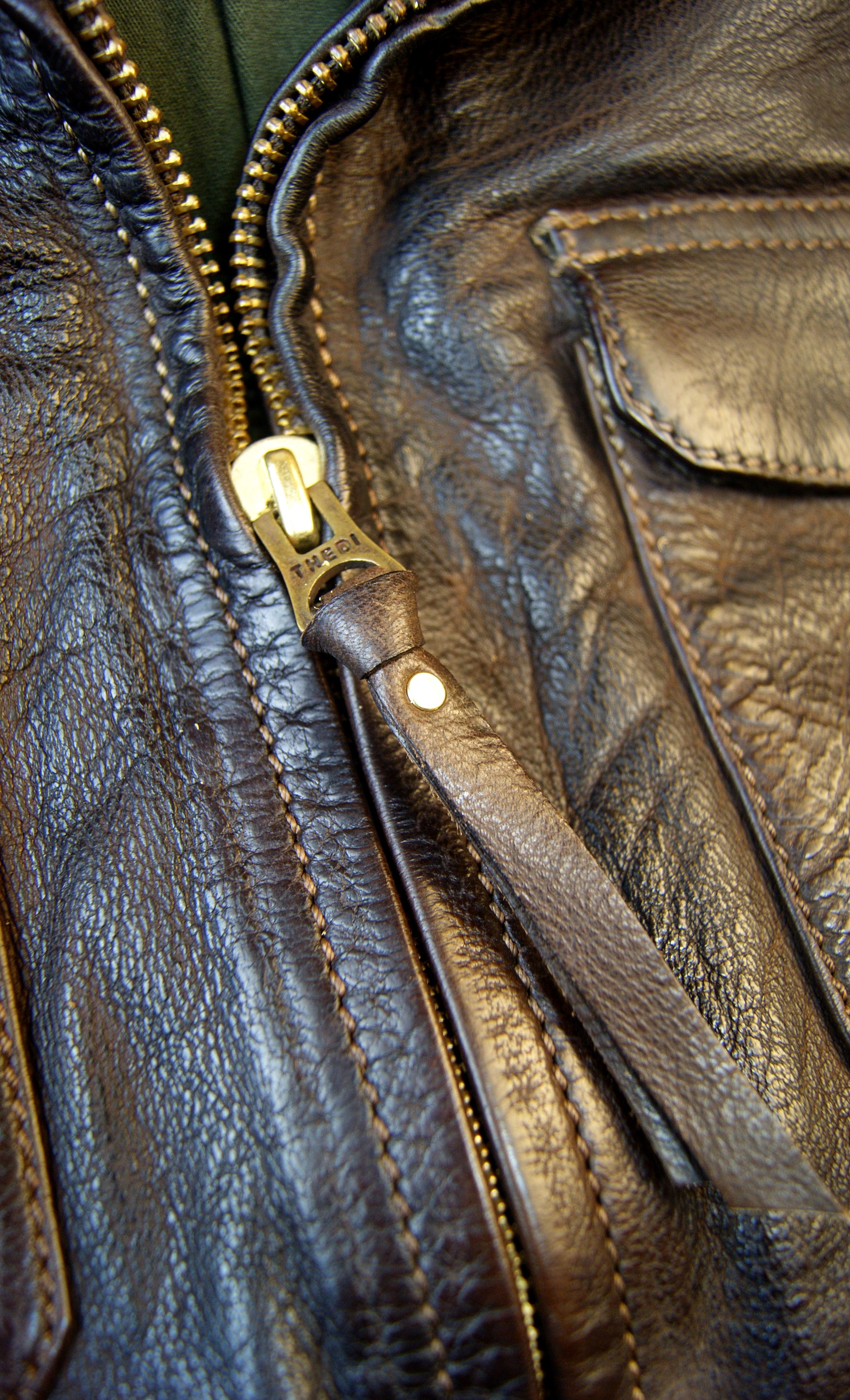 Thedi Atlas Deluxe Half Belt Size M Cocoa Buffalo Main Zipper.jpg
