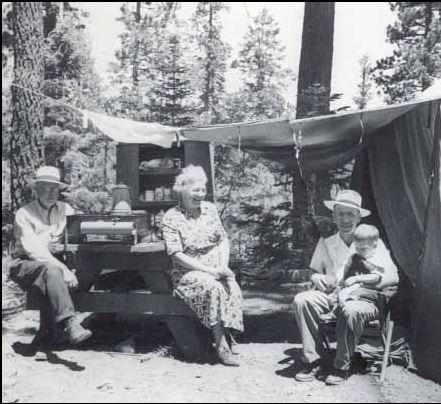 Valentine_Hatter_1949_With_Wife_And_Son_John.JPG