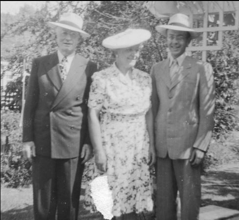 Valentine_Hatter_1949_With_Wife_And_Son_John_2.JPG