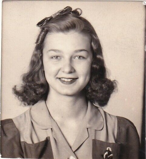 Vintage-Photo-Booth-Beautiful-Young-Woman-Hair-Bow.jpg