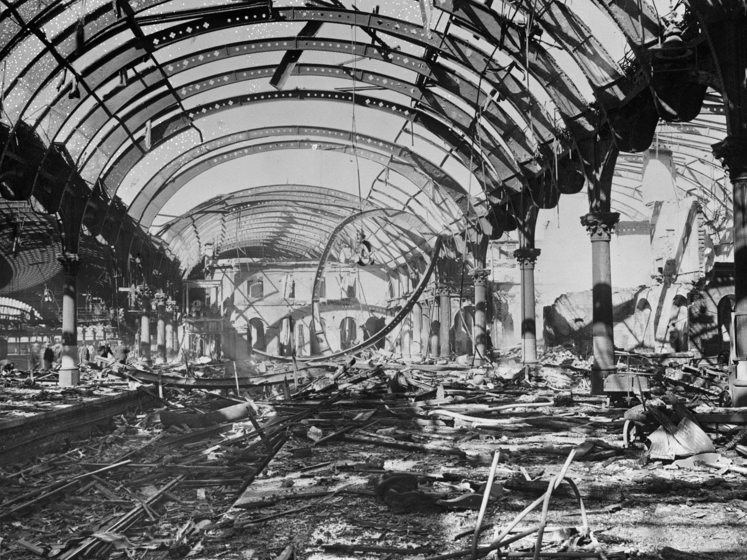 yr6 air-raid-damage-to-platforms-2-and-3-york-station-29th-april-1942.jpg